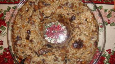 Orez cu ciuperci, castane, prune uscate si seminte de conuri de pin