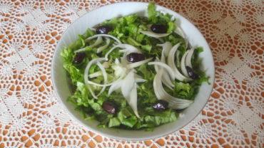 Salata verde cu ceapa si masline
